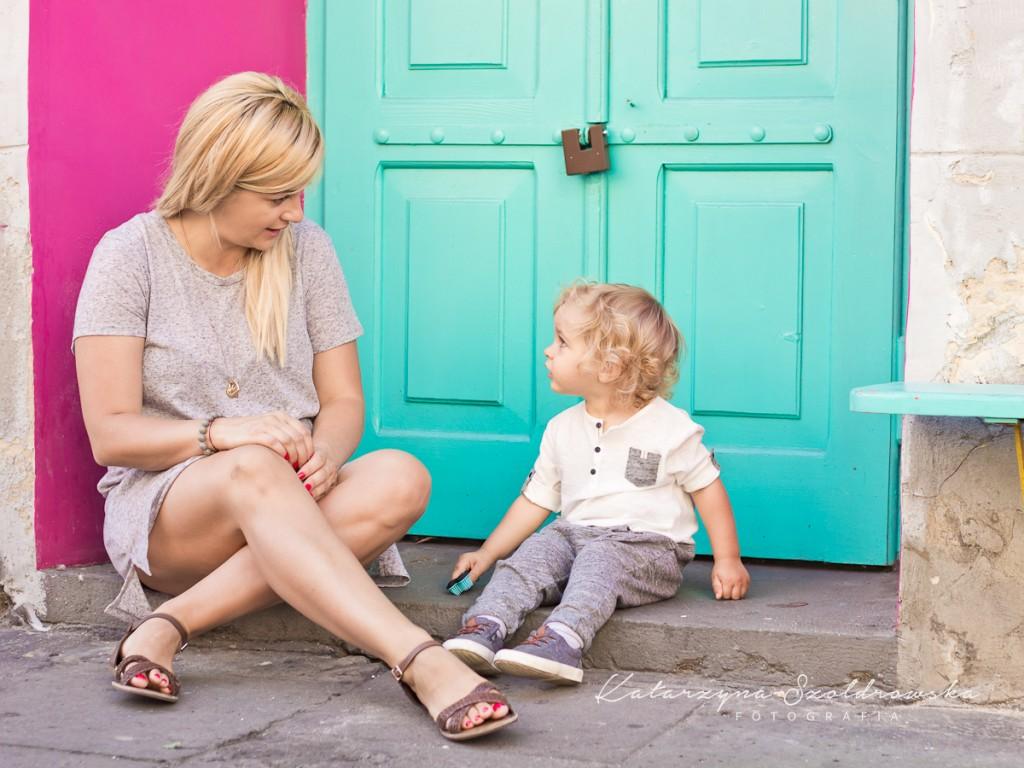 Fotografia dziecięca,Mama z dzieckiem w Krakowie,sesja miejska.Foto wykonał fotograf dziecięcy z Nowej Huty