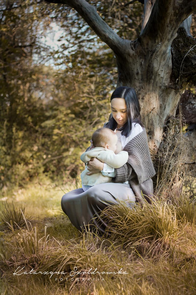 sesja mama karmiaca z dzieckiem przy piersi projekt Milky Way Krakow