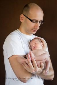 tata z dzieckiem fotograficzna sesja noworodkowa i dziecieca krakow